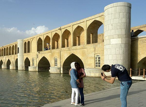 iran_isfahan_mosty_stroj_kobiet_fot_krzysztofmatys