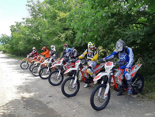 Gruzja. Motocykle Enduro